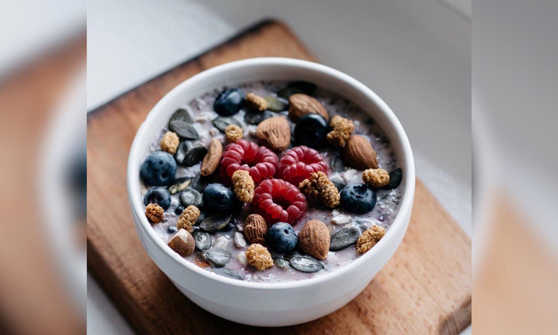 Resepti: Marjaisa tuorepuuro – Kiireisen aamun pelastus