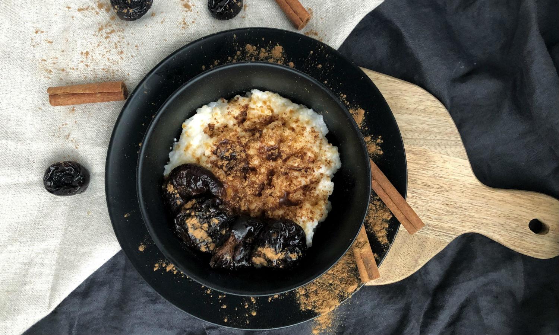 Resepti: Kookosriisipuuro ja sitruunaluumut